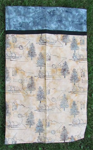 Hoffman Bali Batik Minnesota Charms Beachsand Minnesota Logging Pillowcase Kit